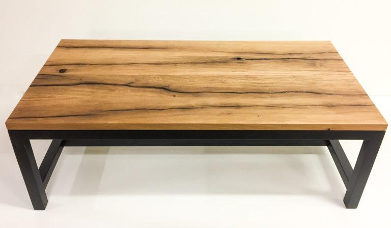 dió dohányzó asztal fa lábakkal